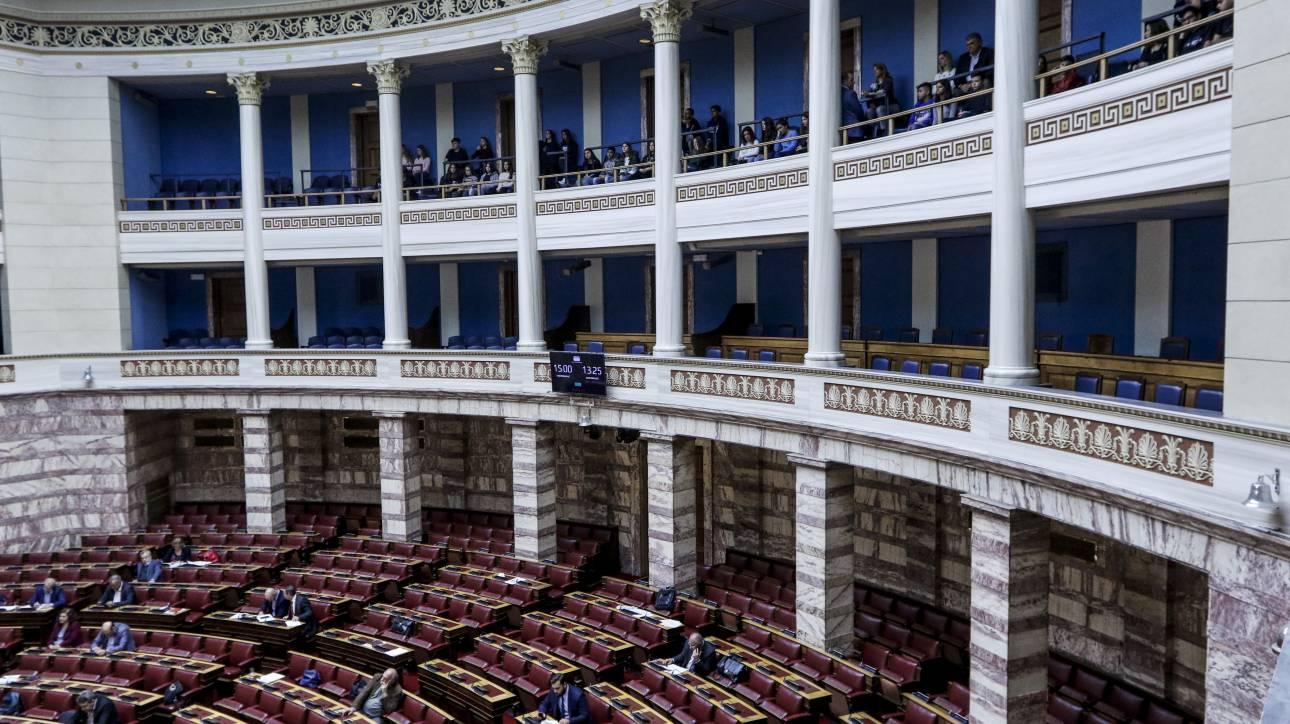 Στη Βουλή το νομοσχέδιο για τη μείωση των ασφαλιστικών εισφορών