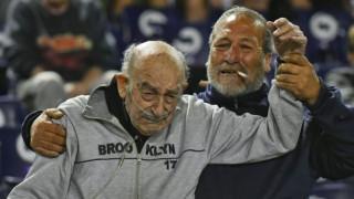 Αργεντινή: 95χρονος φίλαθλος πήγε στο γήπεδο με την μπουκάλα οξυγόνου