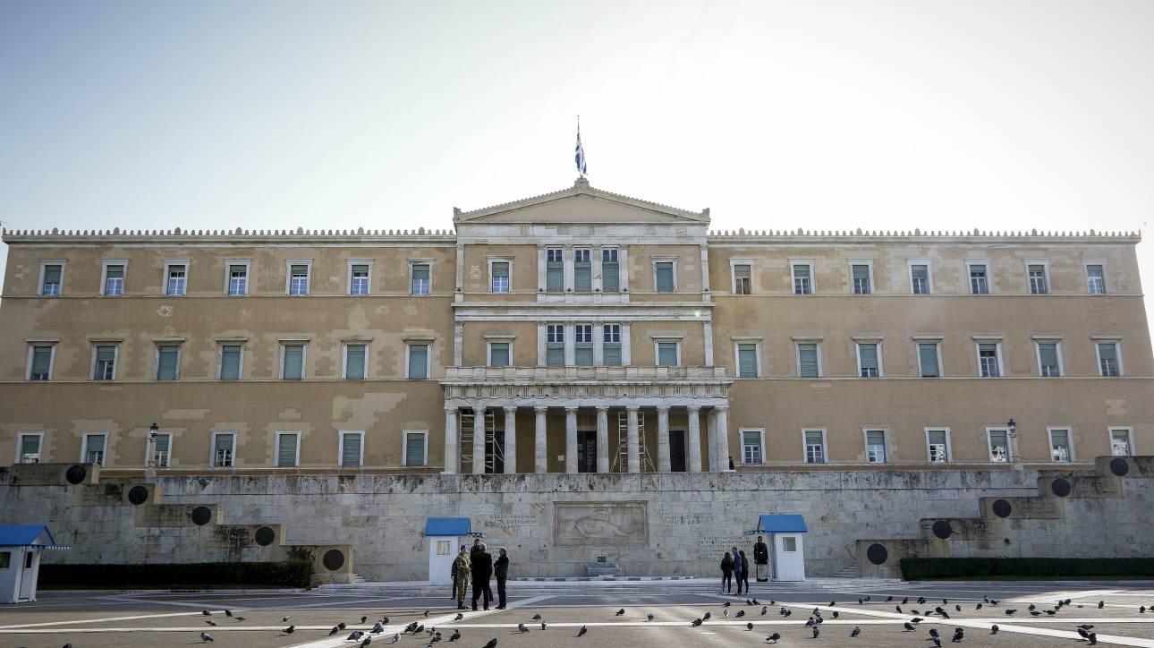 Γραφείο Προϋπολογισμού: Υπερπλεόνασμα 2 δισ. ευρώ το 2018, αλλά αυξάνονται τα ρίσκα