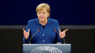 Υπέρ ενός «αληθινού ευρωπαϊκού στρατού» η Μέρκελ