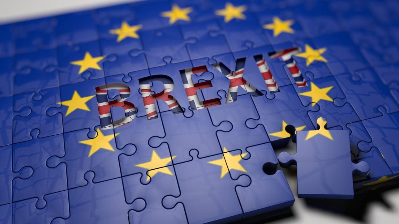 Το σχέδιο συμφωνίας για το Brexit αναστάτωσε την πολιτική σκηνή της Βρετανίας