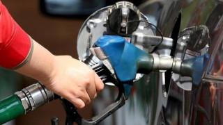 Αργή η αποκλιμάκωση των τιμών καυσίμων στην Ελλάδα