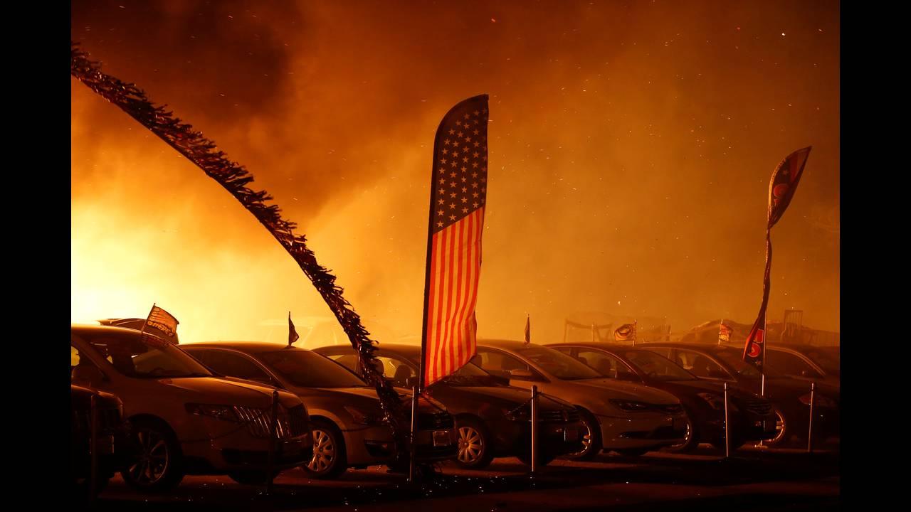 https://cdn.cnngreece.gr/media/news/2018/11/14/154564/photos/snapshot/2018-11-09T054549Z_748405319_RC1FB6AE4B70_RTRMADP_3_CALIFORNIA-WILDFIRES.JPG