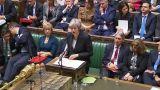 Τελεσίγραφο Μέι για το Brexit στη σκιά των παραιτήσεων