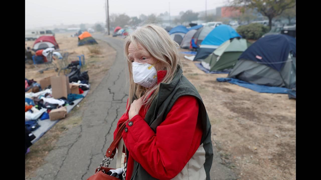 https://cdn.cnngreece.gr/media/news/2018/11/17/155034/photos/snapshot/2018-11-16T054252Z_895491932_RC1B16282220_RTRMADP_3_CALIFORNIA-WILDFIRES.JPG