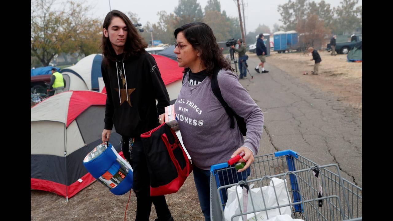 https://cdn.cnngreece.gr/media/news/2018/11/17/155034/photos/snapshot/2018-11-16T054310Z_753080667_RC1ACE928380_RTRMADP_3_CALIFORNIA-WILDFIRES.JPG