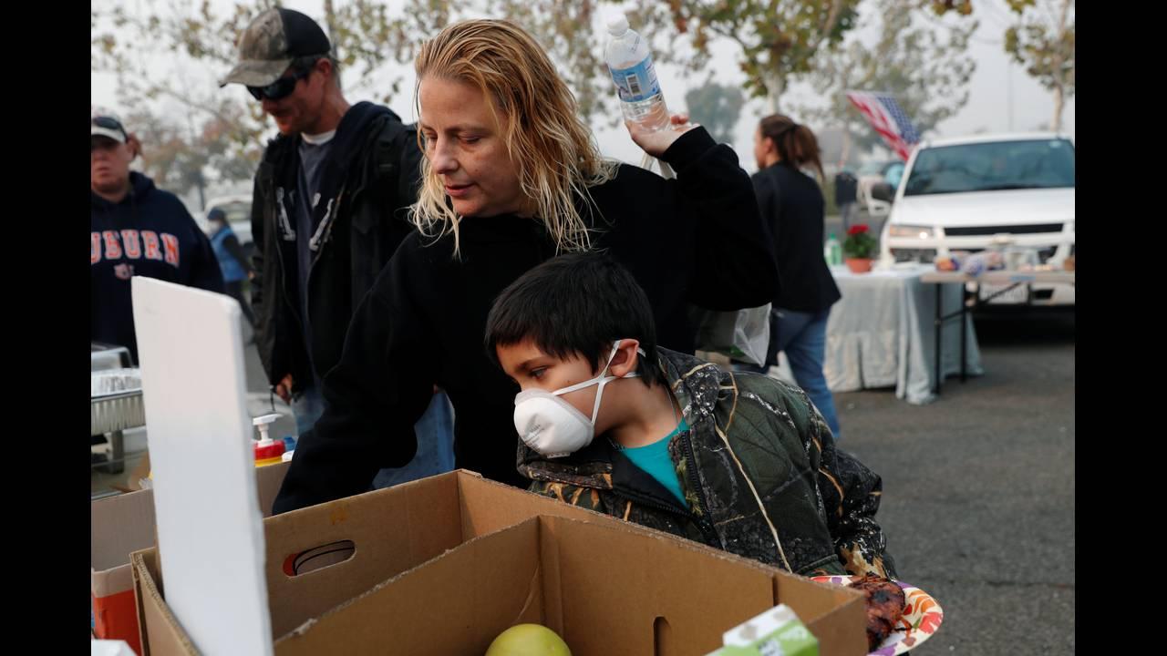 https://cdn.cnngreece.gr/media/news/2018/11/17/155034/photos/snapshot/2018-11-17T075525Z_1395541019_RC1F58E19920_RTRMADP_3_CALIFORNIA-WILDFIRES.JPG