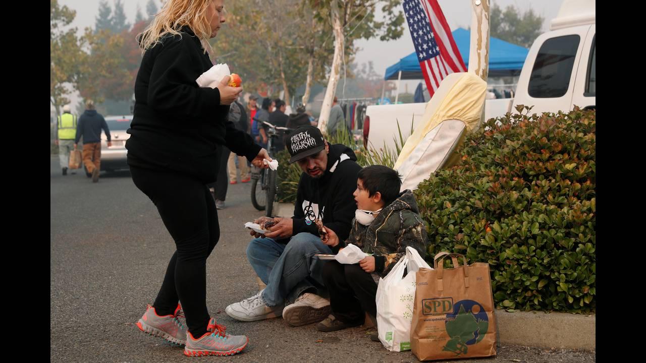https://cdn.cnngreece.gr/media/news/2018/11/17/155034/photos/snapshot/2018-11-17T075527Z_2030791418_RC1579D62E80_RTRMADP_3_CALIFORNIA-WILDFIRES.JPG