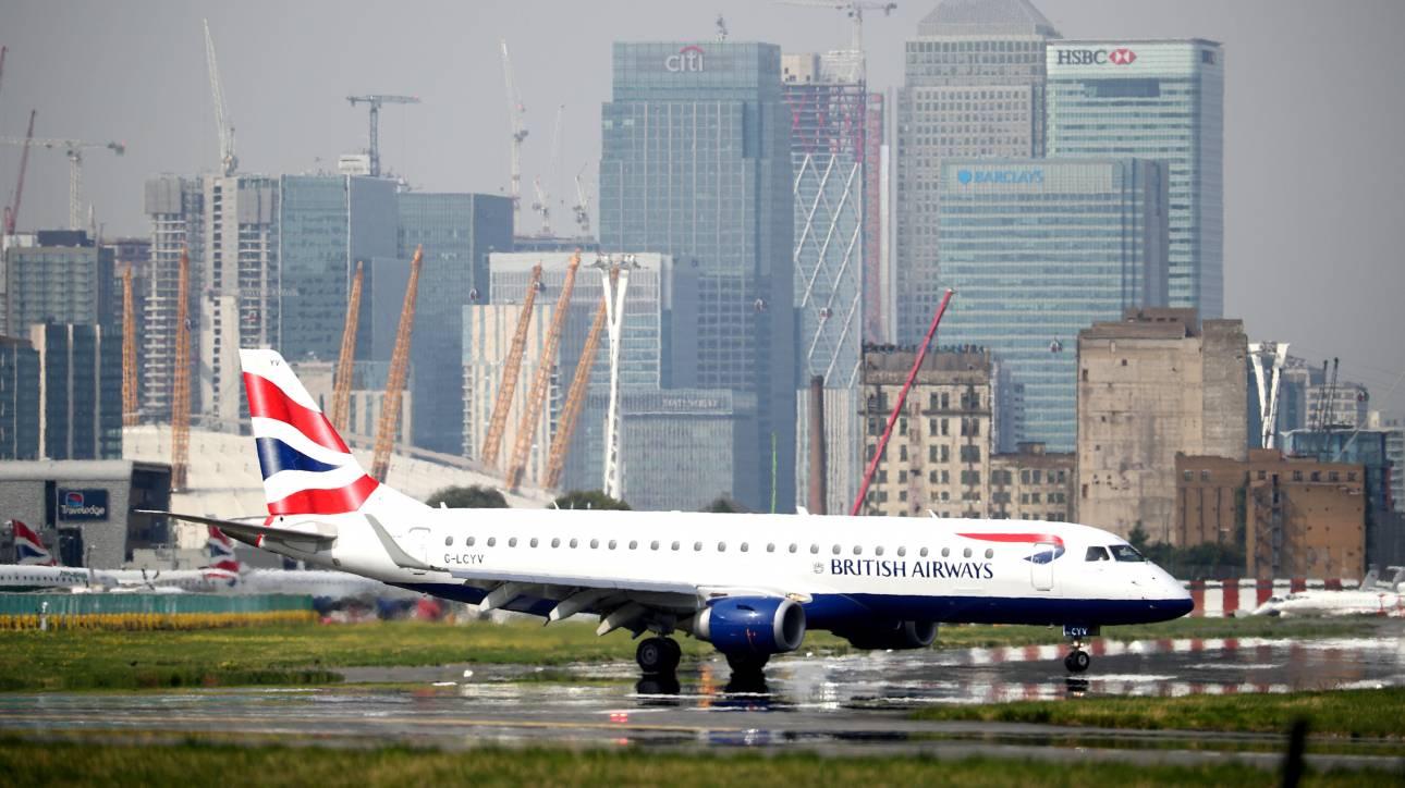 Επιβάτης μήνυσε αεροπορική εταιρεία γιατί τον «ανάγκασαν» να καθίσει δίπλα σε υπέρβαρο