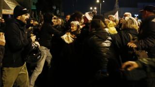Πολυτεχνείο 2018: Προπηλακισμοί στελεχών του ΣΥΡΙΖΑ έξω από την αμερικανική πρεσβεία