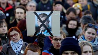 Τσεχία: Μαζικές διαδηλώσεις με αίτημα την παραίτηση του πρωθυπουργού