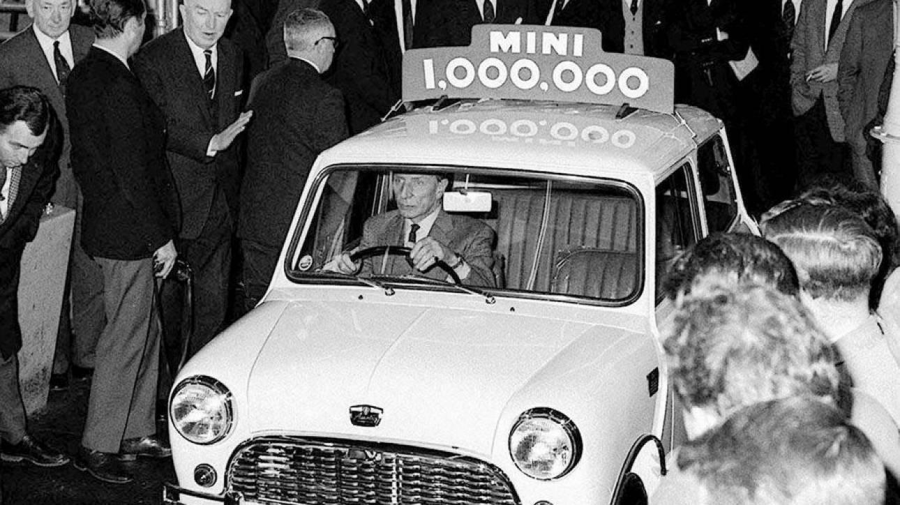 Άλεκ Ισσιγόνης: Ο Έλληνας που σχεδίασε το πιο διάσημο αυτοκίνητο