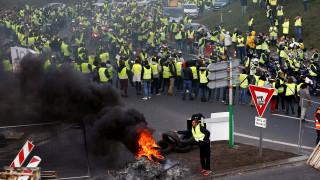 Γαλλία: Πάνω από 400 οι τραυματίες στις διαδηλώσεις με τα «κίτρινα γιλέκα»
