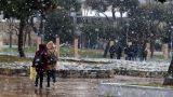 Καιρός: Εγκλωβίστηκαν στα χιόνια 30 άτομα σε χιονοδρομικό στην Πτολεμαΐδα