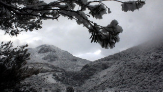 Σε κλοιό κακοκαιρίας η χώρα - Προβλήματα από τα χιόνια