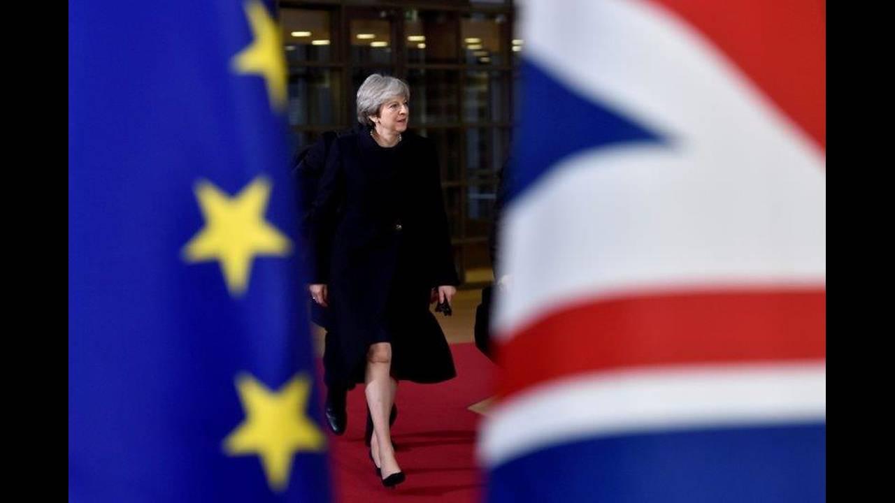 https://cdn.cnngreece.gr/media/news/2018/11/19/155200/photos/snapshot/2018-07-15T075356Z_1402496592_RC1B6BA0D6E0_RTRMADP_3_BRITAIN-EU-MAY.jpg