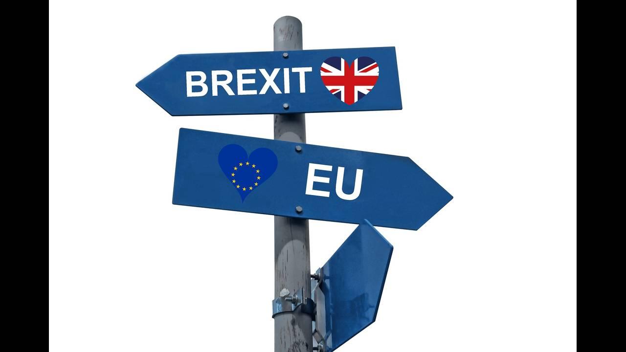 https://cdn.cnngreece.gr/media/news/2018/11/19/155205/photos/snapshot/brexit-3575383_1920.jpg