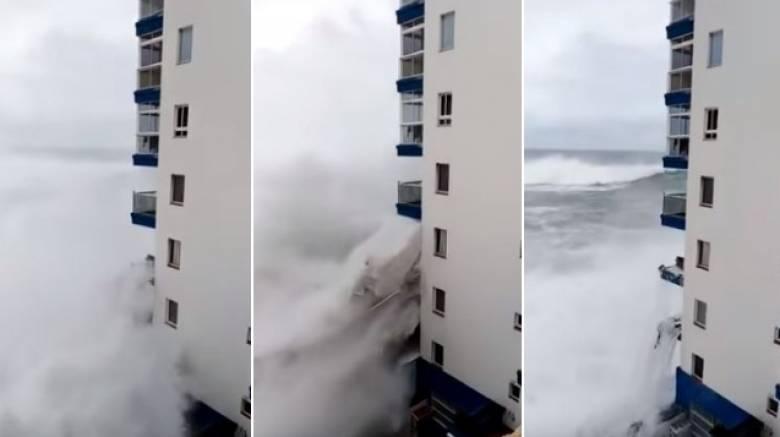 Τεράστια κύματα «σφυροκόπησαν» ξενοδοχείο της Ισπανίας - Έφτασαν μέχρι τον τρίτο όροφο