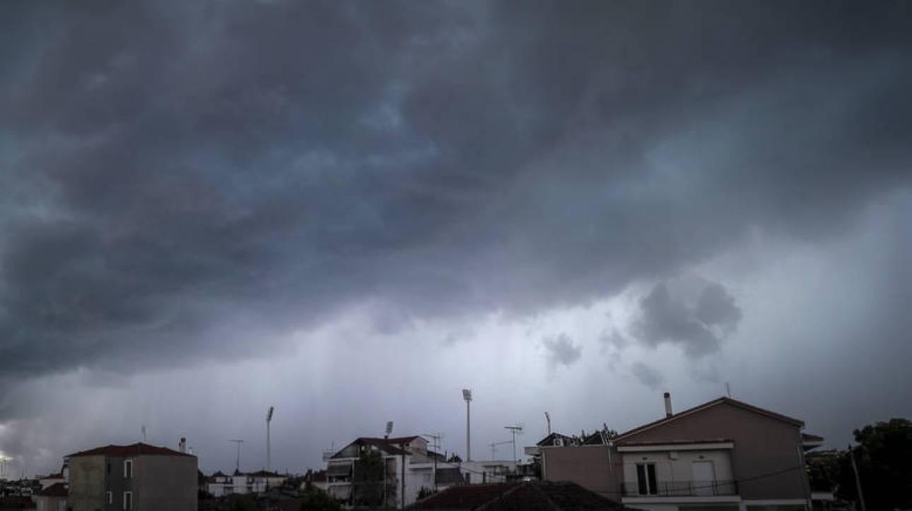 Καιρός: Ανεβαίνει η θερμοκρασία την Τρίτη, συνεχίζονται οι βροχές