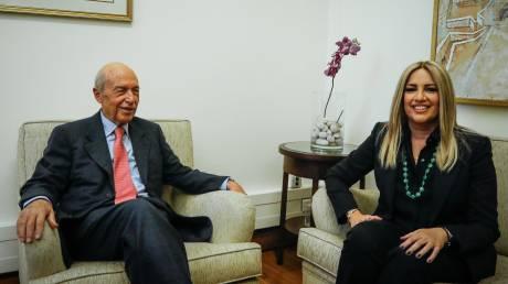 Συνάντηση Γεννηματά - Σημίτη στη Βουλή: Πλήρης στήριξη στον πρώην πρωθυπουργό