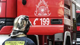 Στις φλόγες τυλίχθηκε κτήριο στη λεωφόρο Λιοσίων