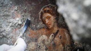 Ανακαλύφθηκε στην Πομπηία ερωτική τοιχογραφία με θέμα την αποπλάνηση της Λήδας
