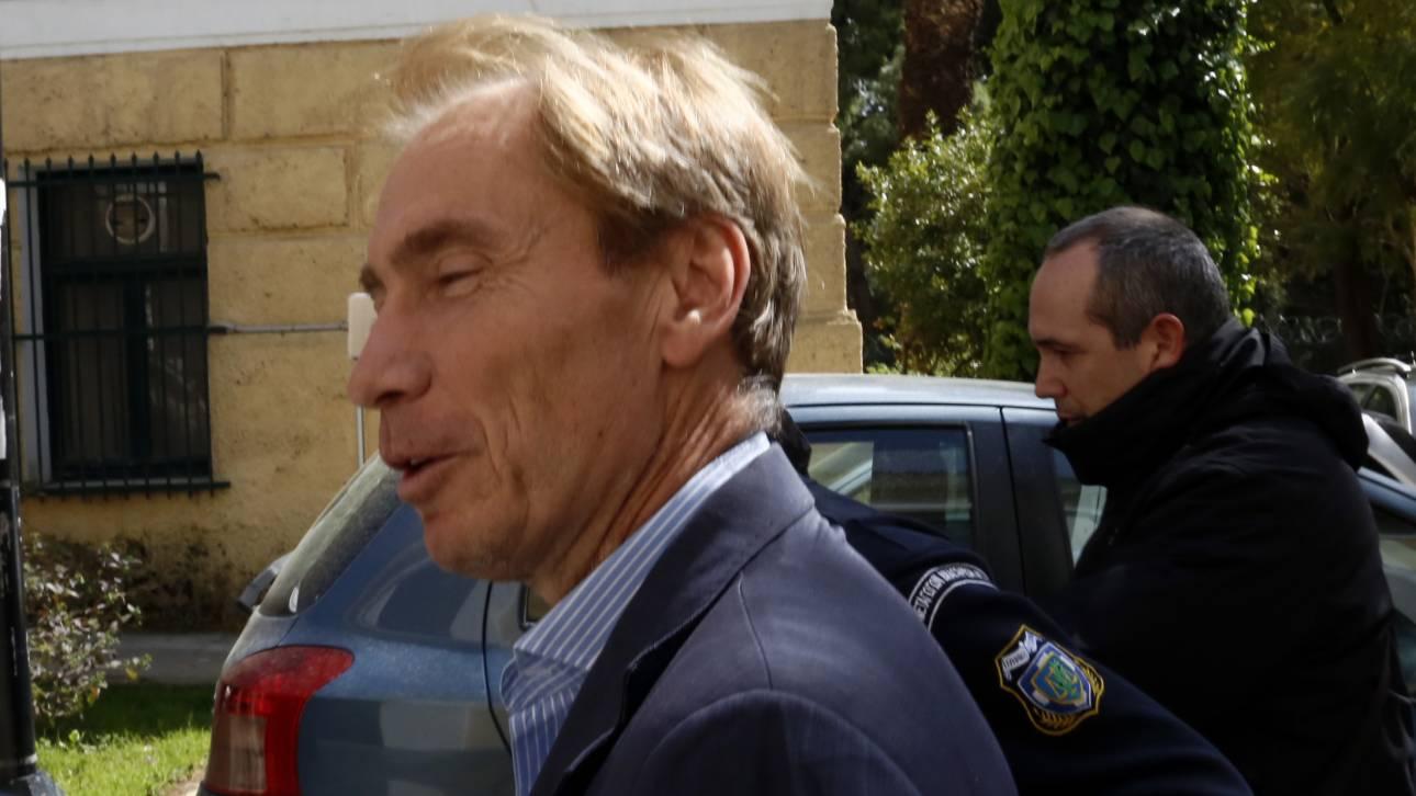 Δραπέτευσε ο τραπεζίτης Όσβαλντ, υπόδικος για την υπόθεση Siemens και τα εξοπλιστικά