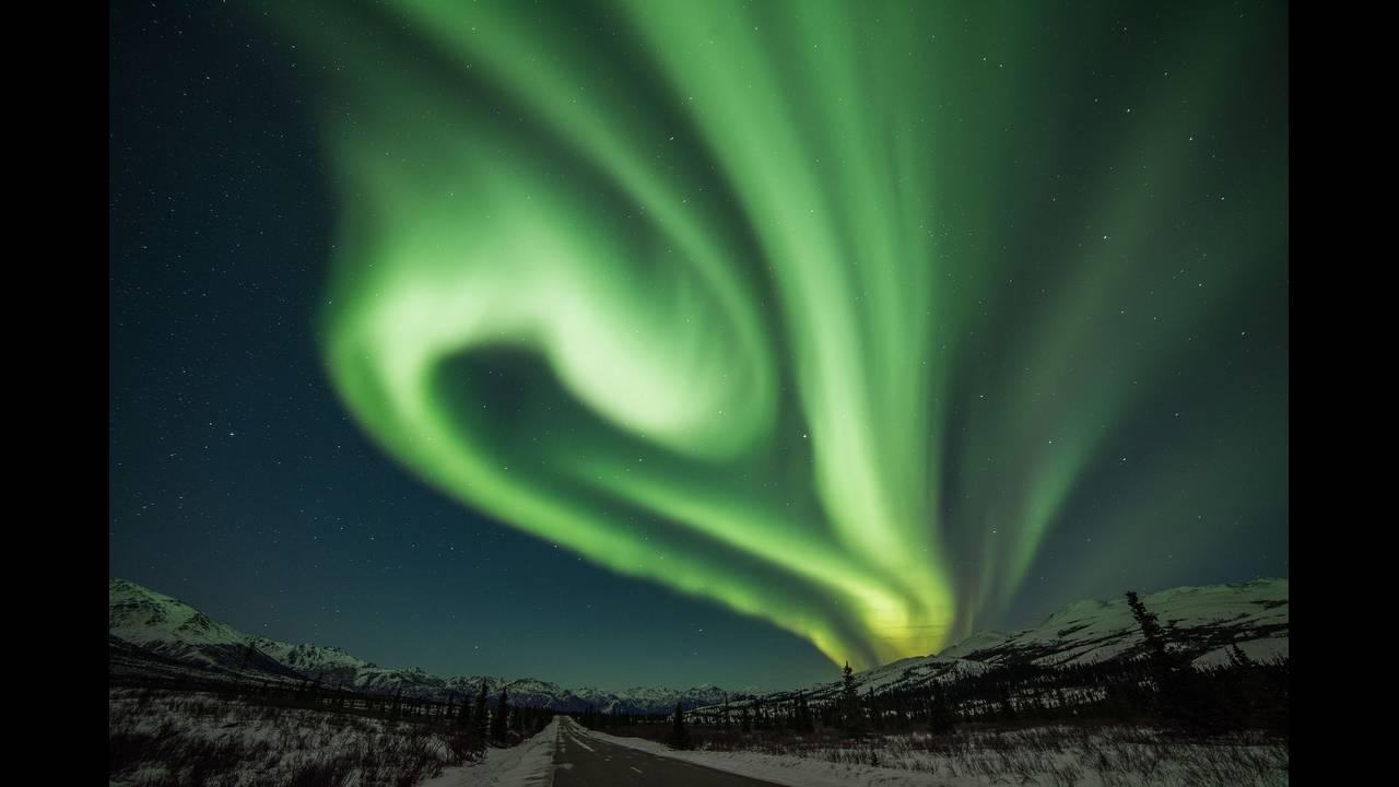 https://cdn.cnngreece.gr/media/news/2018/11/21/155440/photos/snapshot/aurora-3747376_1920.jpg