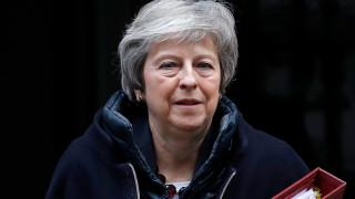 Στις Βρυξέλλες η Μέι – Συζητήσεις για τη μελλοντική σχέση Ηνωμένου Βασιλείου-ΕΕ