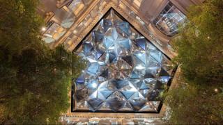 Μεγαλοπρεπής ιστορική: μέσα στην εντυπωσιακή ναυαρχίδα της Apple στα Ηλύσια Πεδία