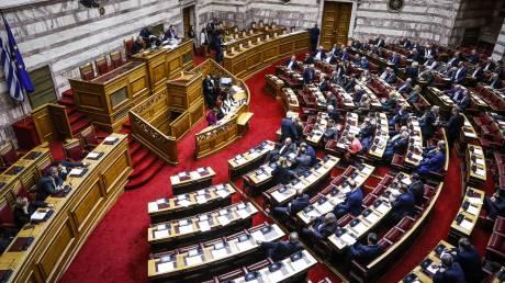 Σφοδρή αντιπαράθεση κυβέρνησης - αντιπολίτευσης στην κατάθεση του Προϋπολογισμού