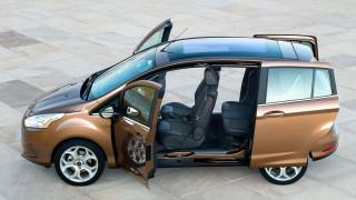 Γιατί η Ford αφήνει στην Κίνα τα ολοκαίνουργια αυτοκίνητα στον ήλιο με τις πόρτες ανοιχτές;