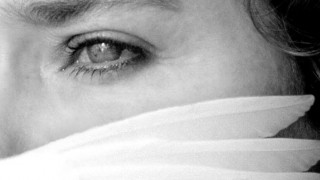 H ζωή είναι στο εδώ και το τώρα: η σοφία της Βαλέρια Γκολίνο στην έναρξη του 31ου Πανοράματος