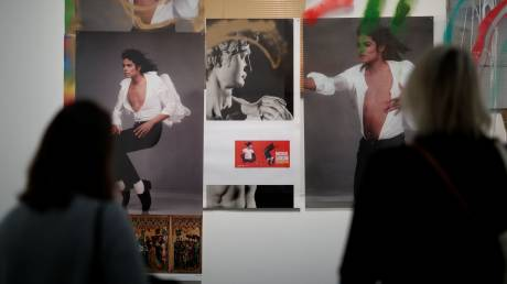 Μάικλ Τζάκσον: μέσα στην έκθεση τέχνης του αιώνιου αινίγματος της μουσικής στη Γαλλία