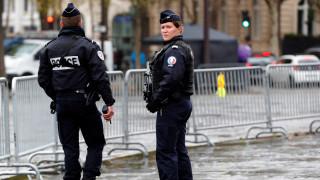 Συναγερμός στη Γαλλία: Άνδρας απειλεί να απασφαλίσει χειροβομβίδα -Ζητά να δει τον Μακρόν