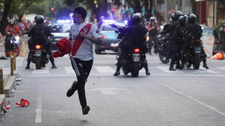 Copa Libertadores: Τα ντροπιαστικά επεισόδια που οδήγησαν στην αναβολή του Ρίβερ-Μπόκα