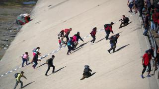 Μεξικό: Οι ΗΠΑ έκλεισαν τα σύνορα όταν εκατοντάδες μετανάστες επιχείρησαν να περάσουν