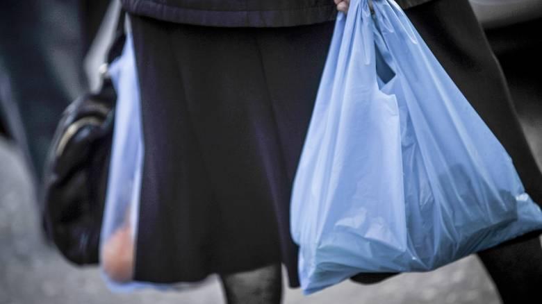 Αυξάνεται πάλι η τιμή της πλαστικής σακούλας
