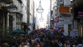 Εορταστικό ωράριο Χριστουγέννων: Τρεις Κυριακές ανοιχτά τα καταστήματα