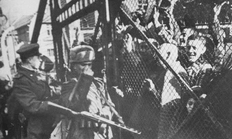 Πανηγυρισμοί για την απελευθέρωση από το στρατόπεδο συγκέντρωσης του Άουσβιτς