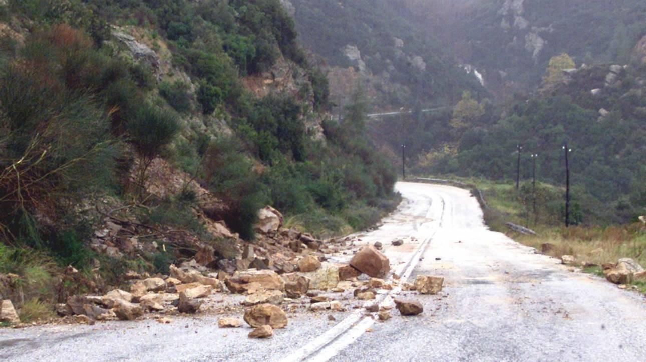 Κακοκαιρία: Κλειστός ο δρόμος προς Καρδίτσα - Κατολισθήσεις στα Άγραφα