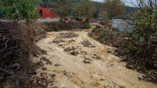 Καιρός: Σαρώνει τη χώρα η «Πηνελόπη» - Αποκομμένα 6 χωριά στα Άγραφα, «πνίγηκε» οικισμός στο Αγρίνιο