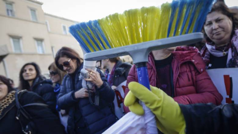 Αναστέλλεται η εκτέλεση της ποινής για την καθαρίστρια