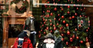 Εορταστικό ωράριο Χριστουγέννων: Ποιες Κυριακές θα είναι ανοιχτά τα καταστήματα και πότε αρχίζει