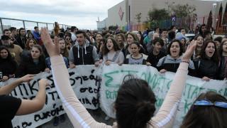 Μαθητικό συλλαλητήριο στα Προπύλαια ενάντια στις καταλήψεις για τη Μακεδονία