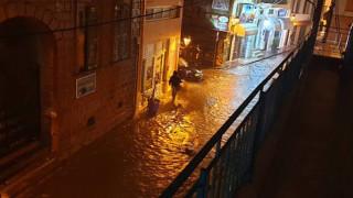 Στο έλεος της κακοκαιρίας η Μυτιλήνη: Κινδύνευσαν άνθρωποι και πλημμύρισαν σπίτια