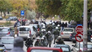 Ένταση στο συλλαλητήριο στη Θεσσαλονίκη: Πετροπόλεμος και χειροβομβίδες κρότου λάμψης