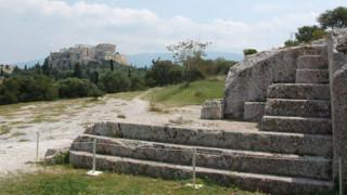Επίθεση με βαριοπούλες στον αρχαιοφύλακα της Πνύκας