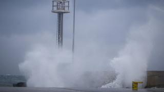 Κακοκαιρία «Πηνελόπη»: Χιόνια σε Βόρεια Ελλάδα και Πάρνηθα, δεμένα πλοία και 10.000 κεραυνοί
