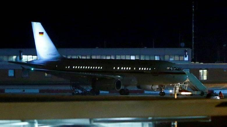 «Θρίλερ» στον αέρα για τη Μέρκελ: Λεπτά μετά την απογείωση ο πιλότος ειδοποίησε για πρόβλημα